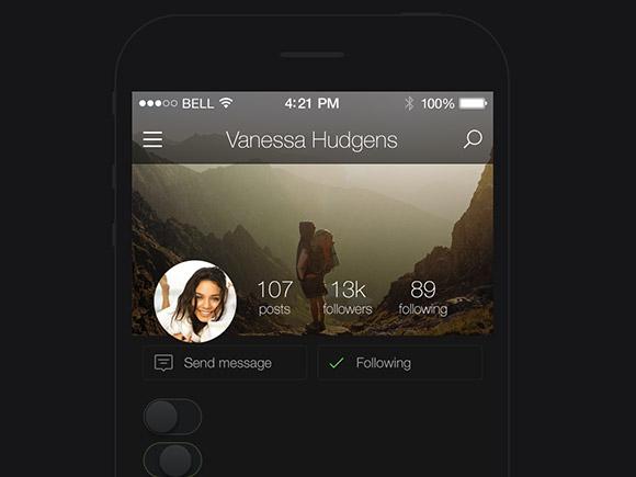 キック スターター - アプリの暗い UI キット